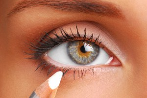 Brighten the waterline, how to apply eyeliner for beginners