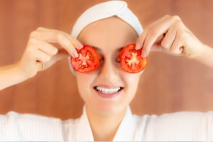 benefits of tomato for skin homemade skincare face mask for acne, natural remedies for pimples. DIY face mask for acne