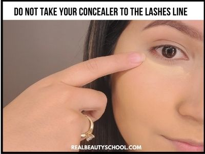 how to stop concealer from creasing under eyes - how to apply concealer under eyes - concealer creasing - cakey concealer