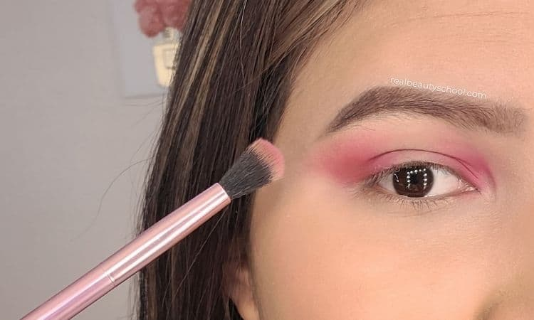 Halo eye makeup tutorial step by step for beginners with pictures, how to do a halo eye makeup for hooded eyes