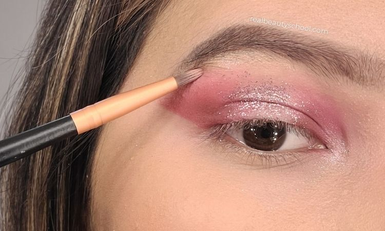 Halo eye makeup tutorial step by step for beginners with pictures, how to do a halo eye makeup for hooded eyes, What is halo eye makeup look