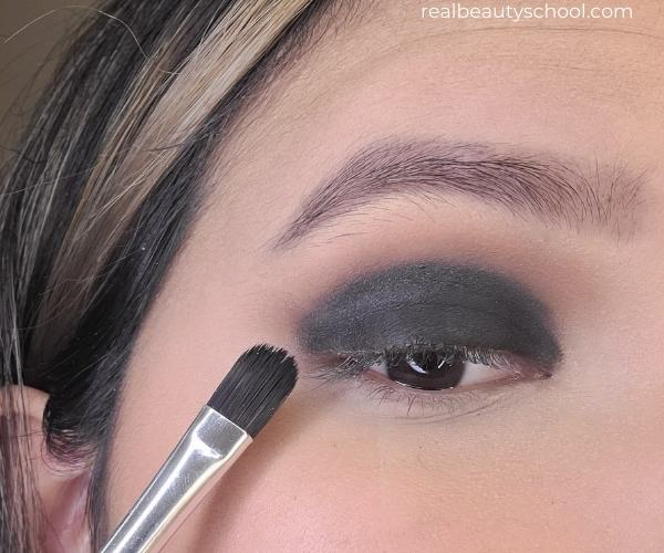 Black smokey eye eyshadow tutorial for beginners