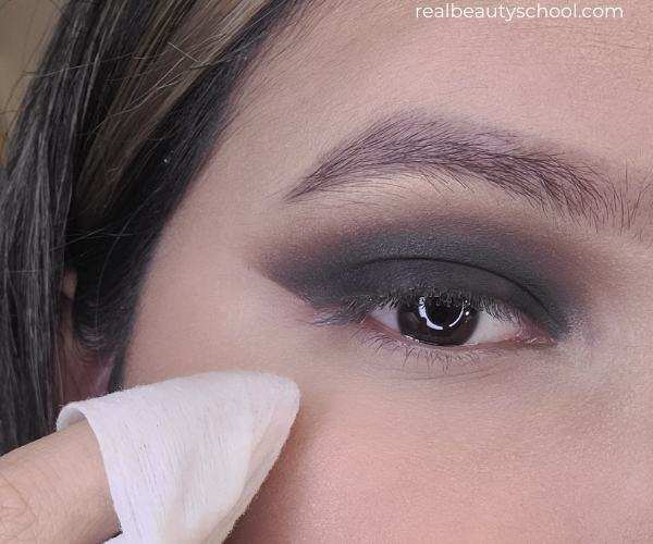 How to do a black smokey eye, how to apply eyeshadow for beginners