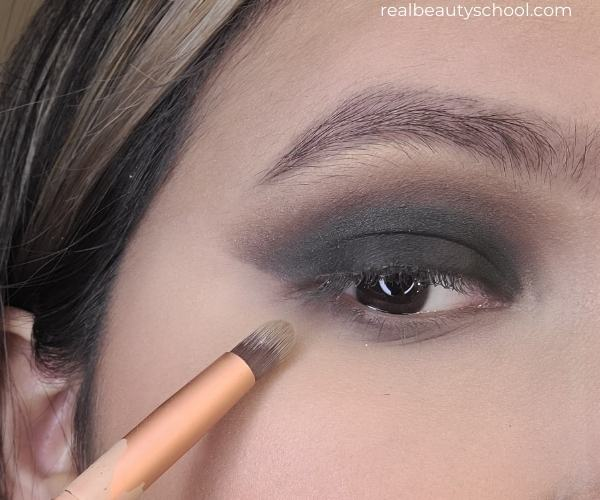 how to apply eyeshadow for beginners, classic smokey eye tutorial with pictures