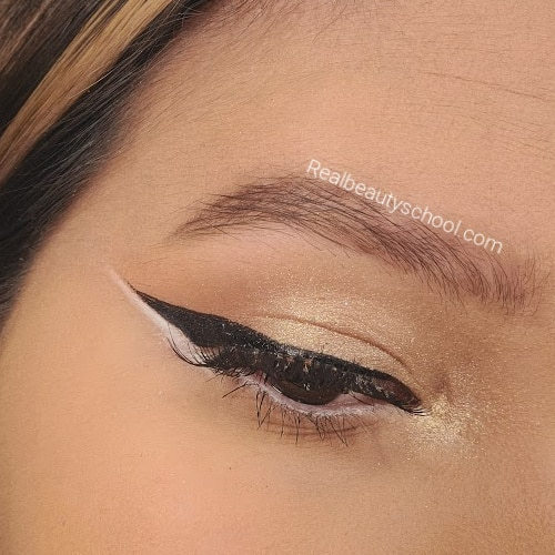 Natural Eyeshadow Makeup as a base for the Minnie mouse makeup look