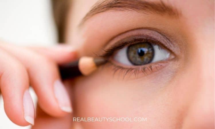 setting eyeliner with eyeshadow