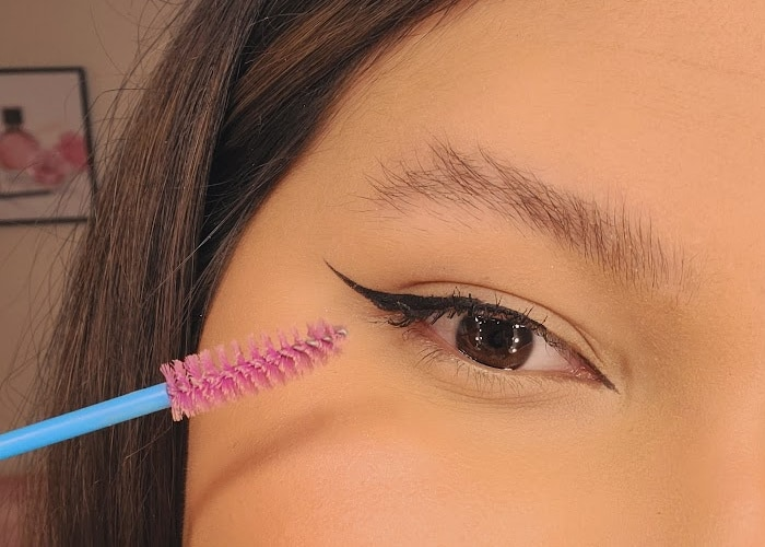 how to fake bushy eyebrows with makeup